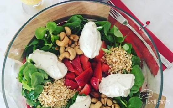 Çilekli Semizotu Yaz Salatası