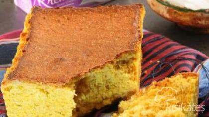 Ekşi Kremalı Mısır Ekmeği