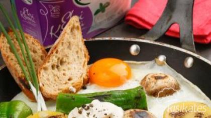 Ekşi Kremalı Sabah Yumurtası
