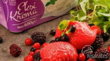 Yabani Kırmızı Meyveli Dondurma